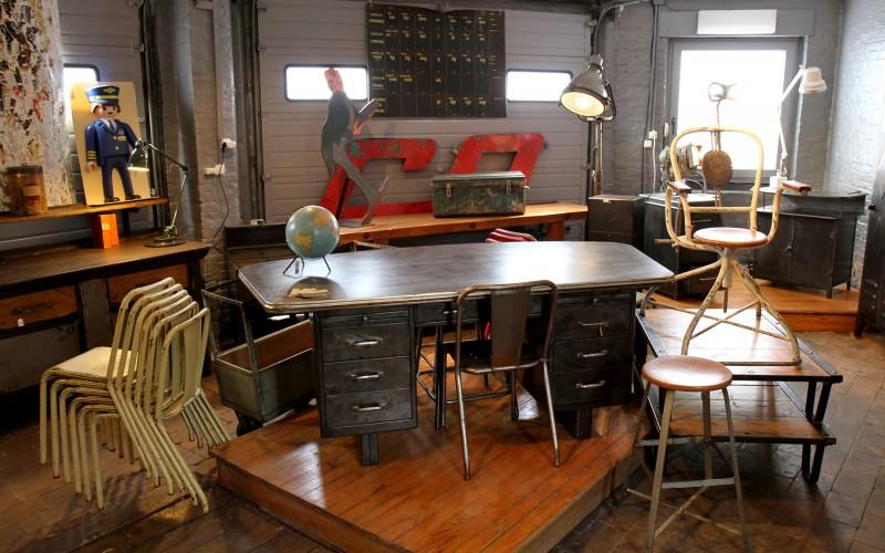 Brocante de mobilier industriel