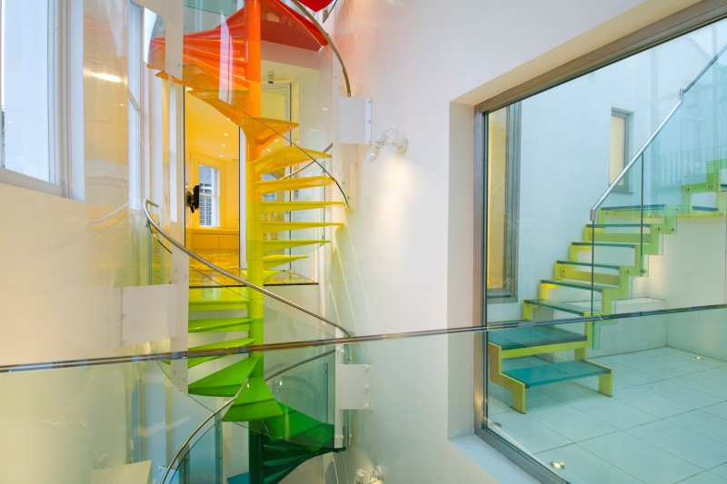 Escalier multicolore