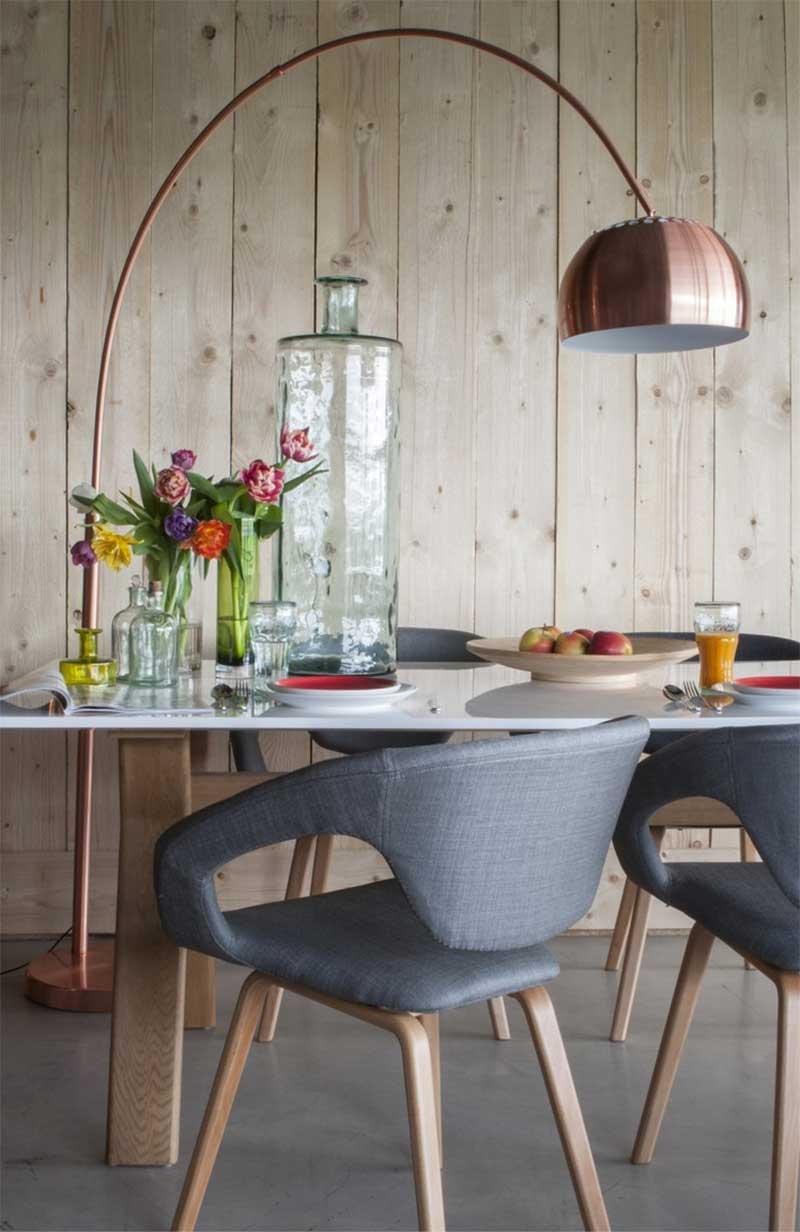 Chaise en bois avec assise grise