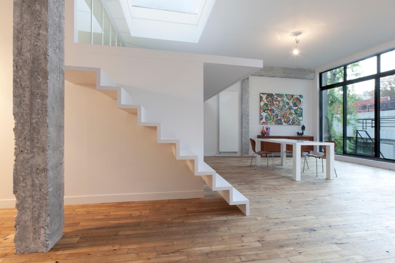 escalier blanc. Black Bedroom Furniture Sets. Home Design Ideas