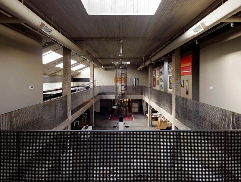 Loft avec une grande hauteur sous plafond - Hauteur sous plafond reglementaire ...