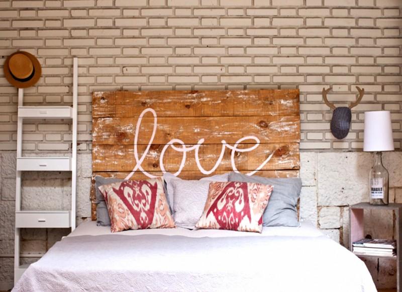 "Tête de lit ""love"""