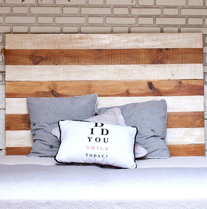 Tête de lit en bois brut et blanc