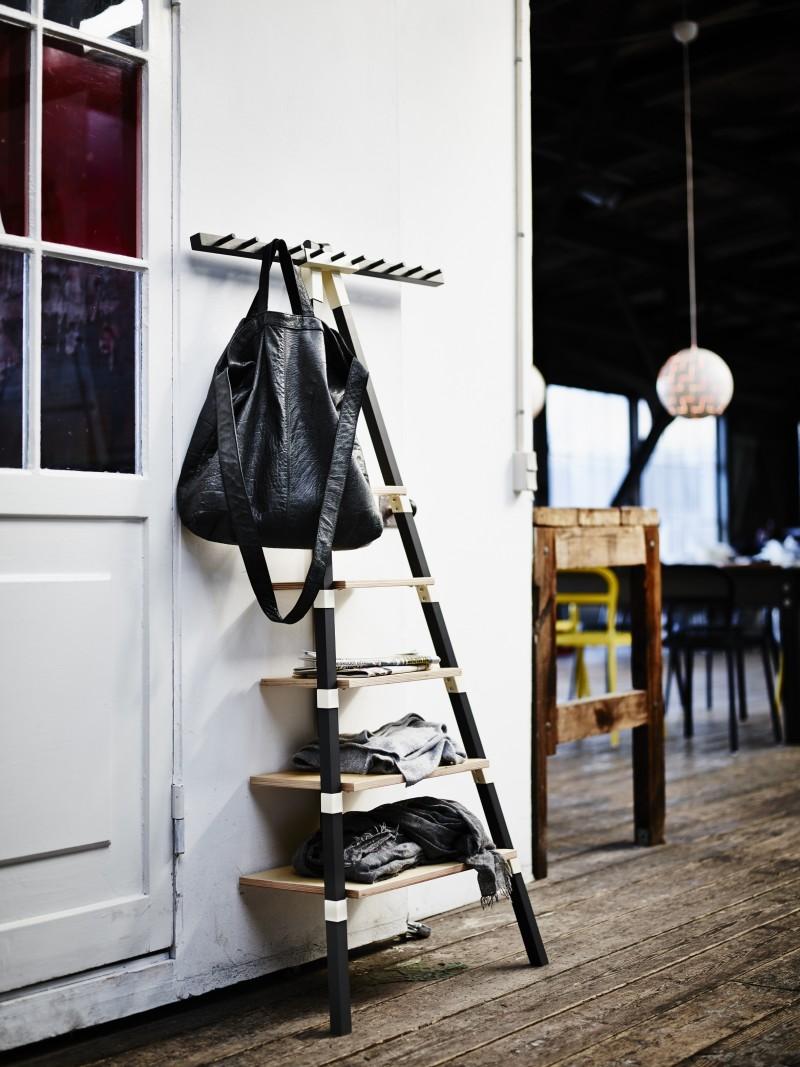 Etagere avec porte manteaux Ikea