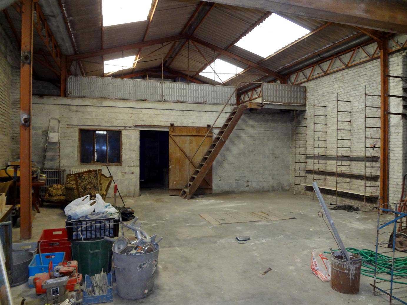 Le loft de jeff b thune for Hangar pour voiture
