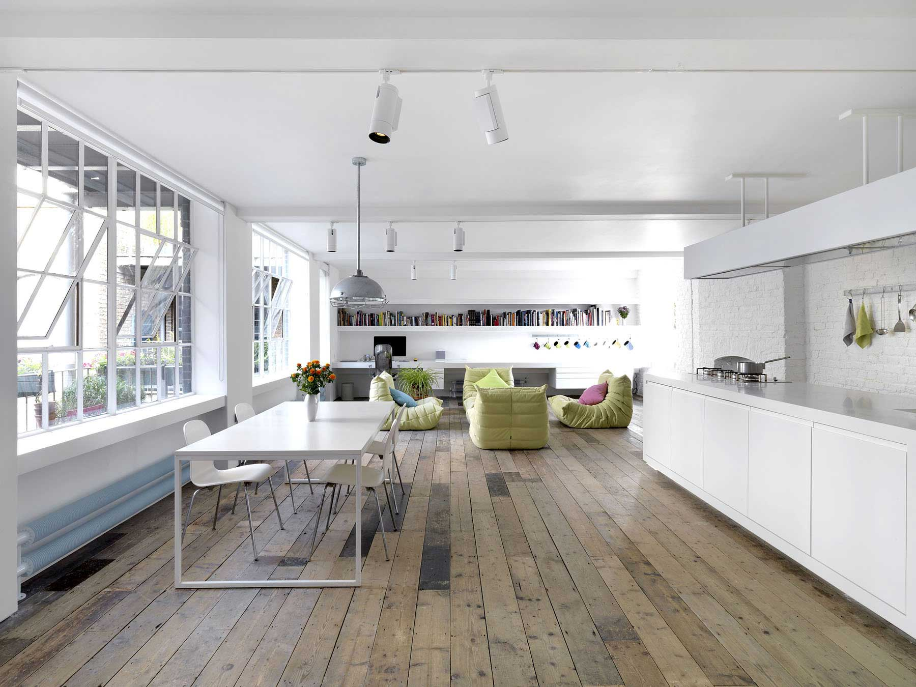Bermondsey warehouse loft par form design architecture for Minimalist house london