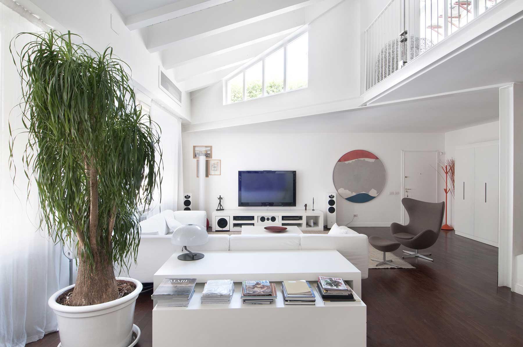 Loft de 350 m² à Milan par Paolo Frello