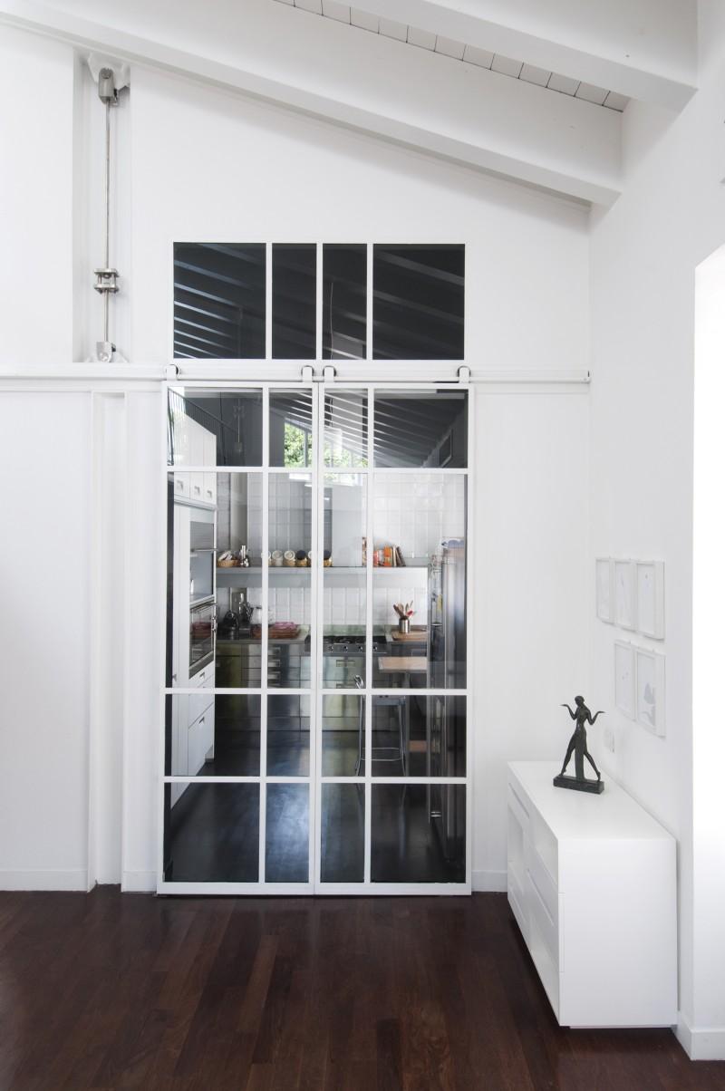 Cuisine avec portes coulissantes en verre