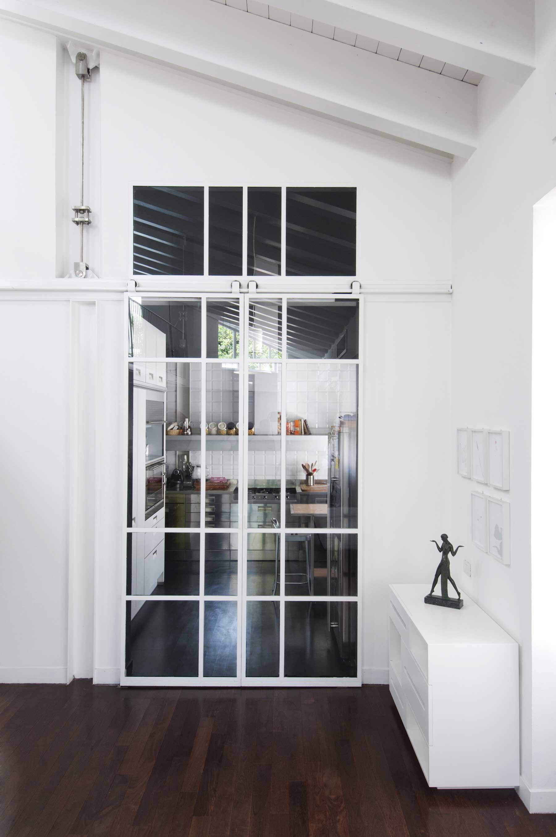 cuisine avec portes coulissantes en verre. Black Bedroom Furniture Sets. Home Design Ideas