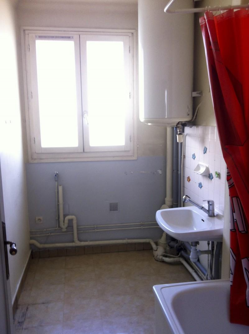 Avant Après Rénovation Dune Petite Salle De Bain à Paris Par - Renovation salle de bain paris
