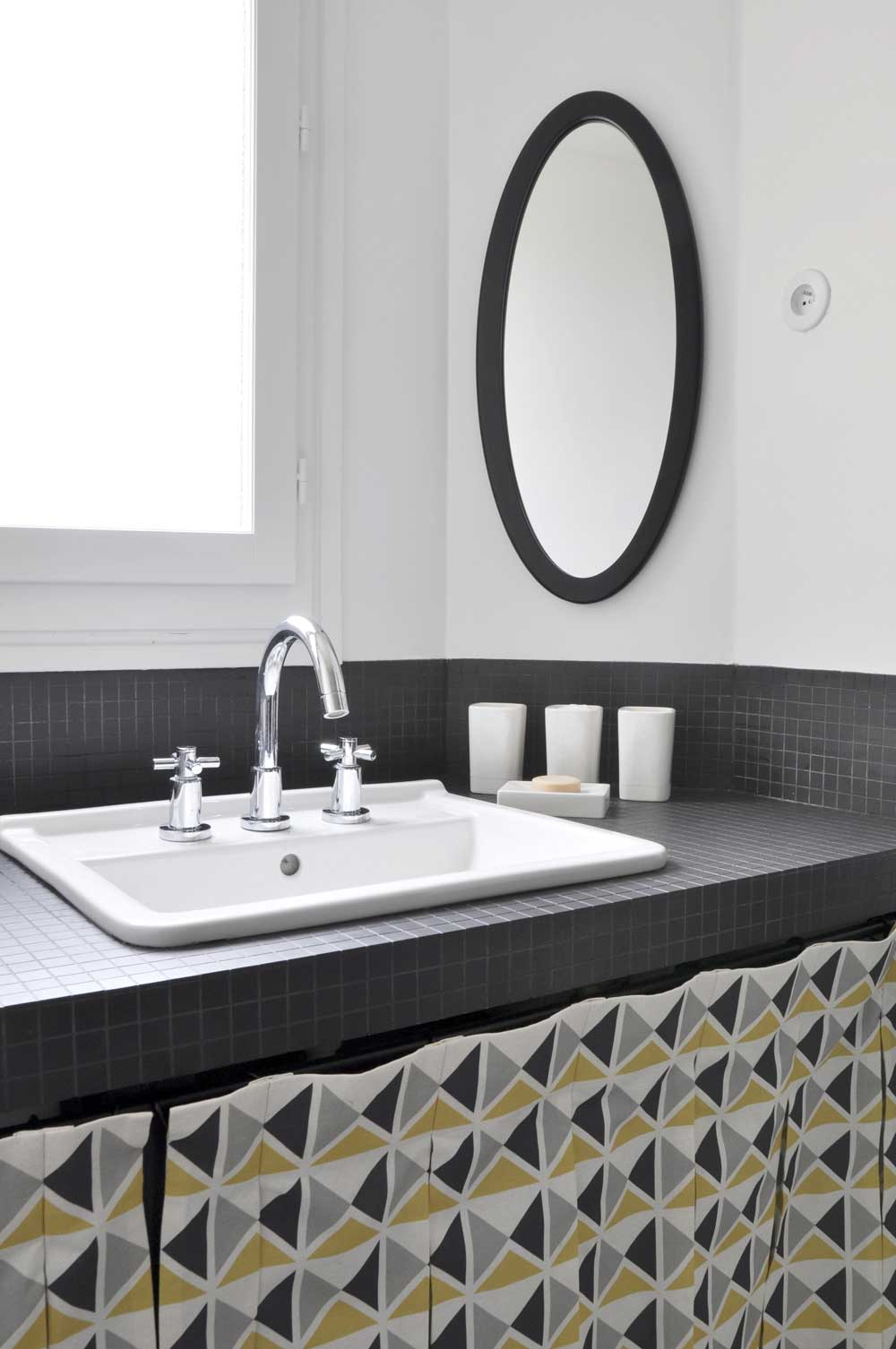 Salle de bains avec carrelage noir for Salle de bain avec carrelage noir