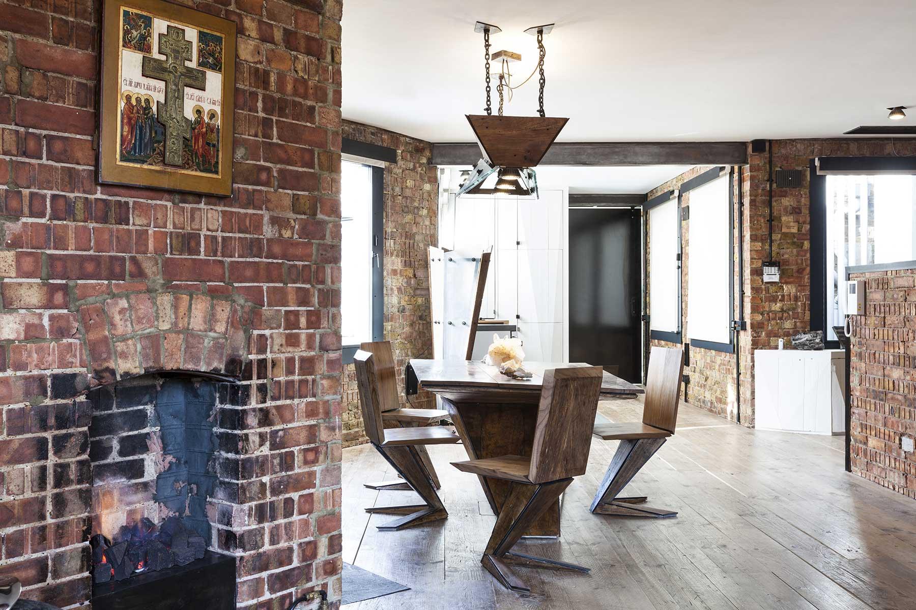 loft londres avec murs en brique. Black Bedroom Furniture Sets. Home Design Ideas