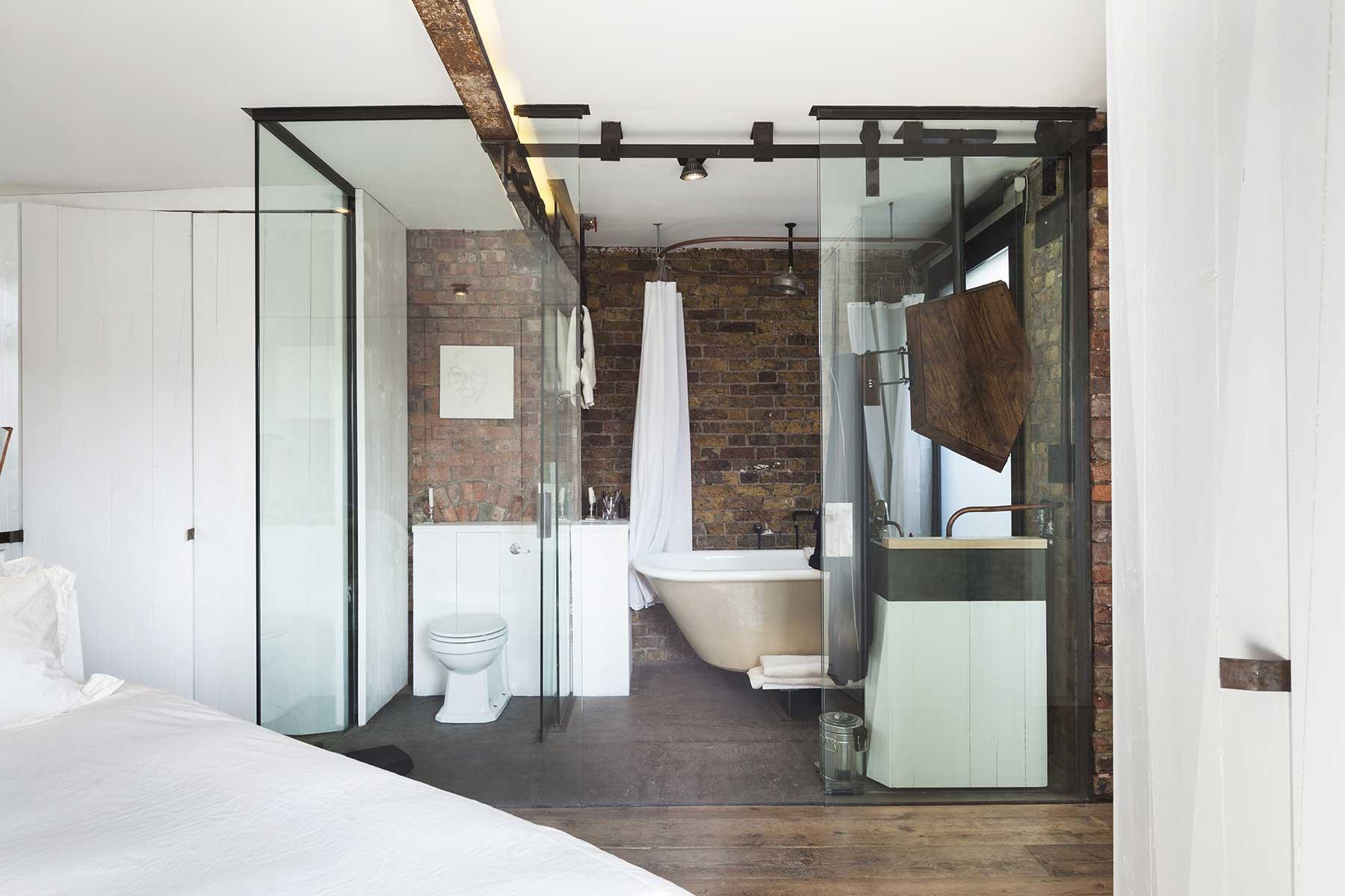 salle de bains avec portes oulissantes en verre - Mur De Verre Salle De Bain