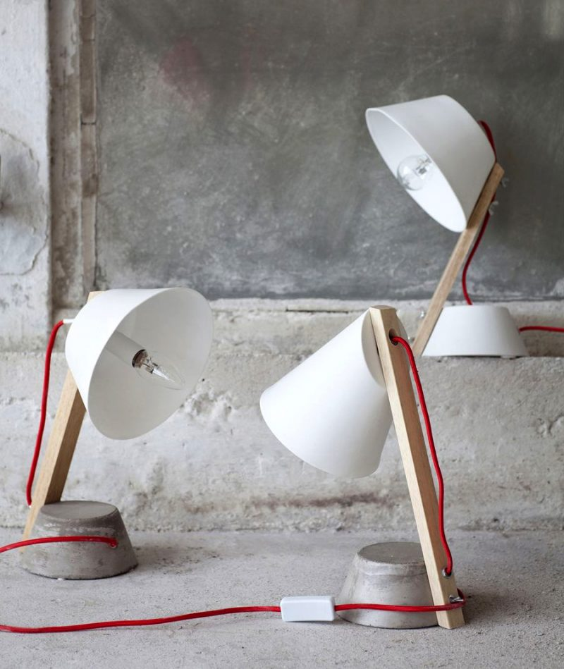 Lampe de bureau design en bois
