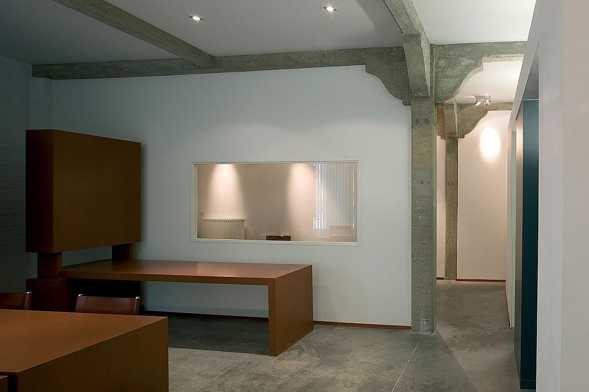 loft avec poteaux en b ton. Black Bedroom Furniture Sets. Home Design Ideas