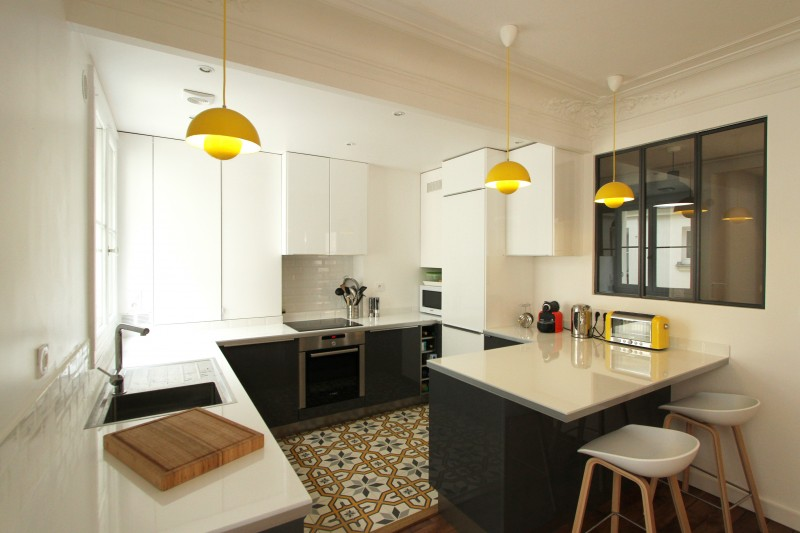 R novation d 39 un appartement haussmannien par camille hermand - Cuisine avec carreaux de ciment ...