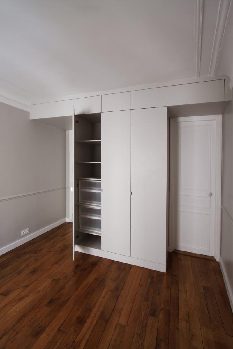 Salon haussmanien r novation appartement cuisine ouverte - Idee renovation appartement ...