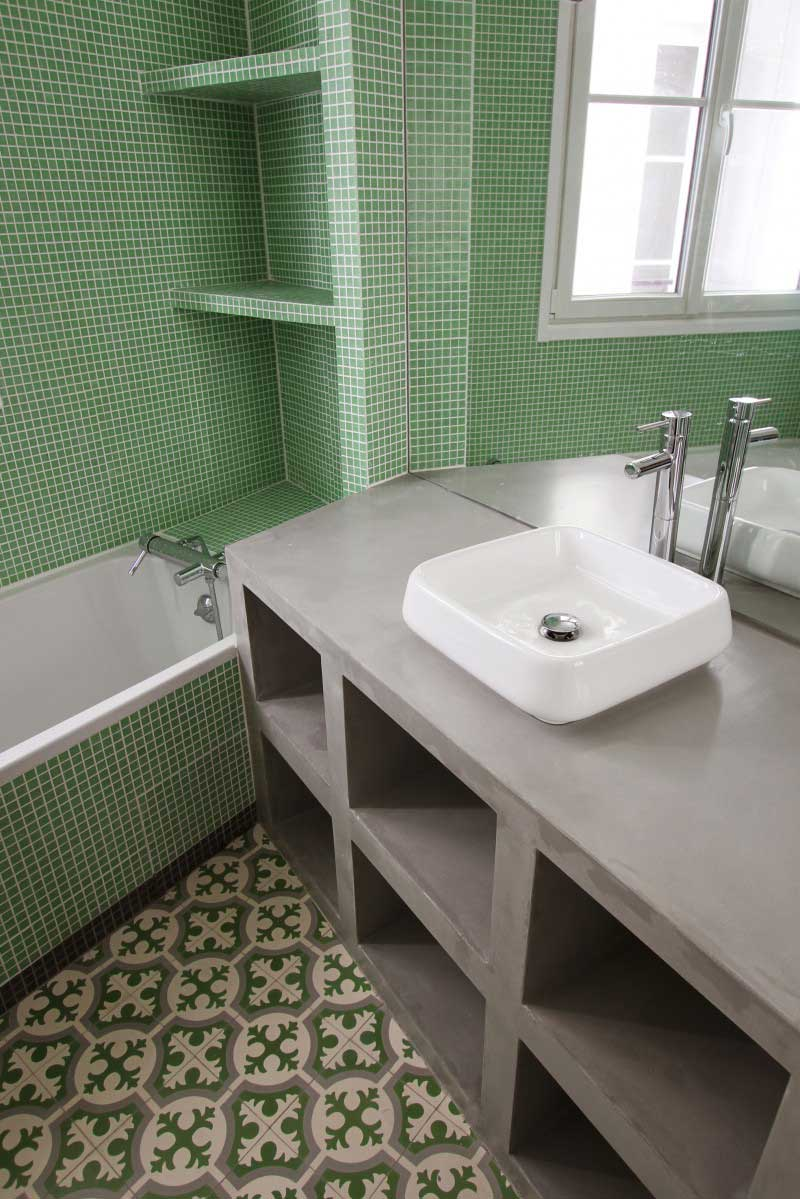 R novation d 39 un appartement haussmannien par camille hermand - Salle de bain carreau de ciment ...