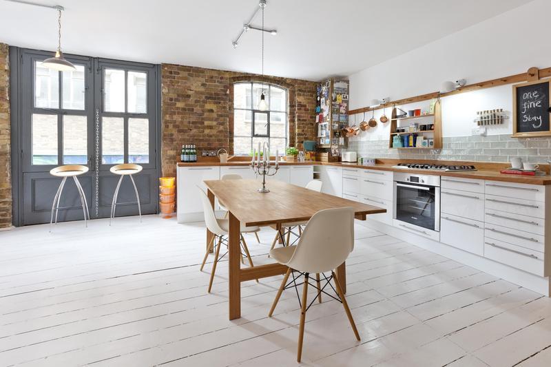 Chaise Eames dans une cuisine