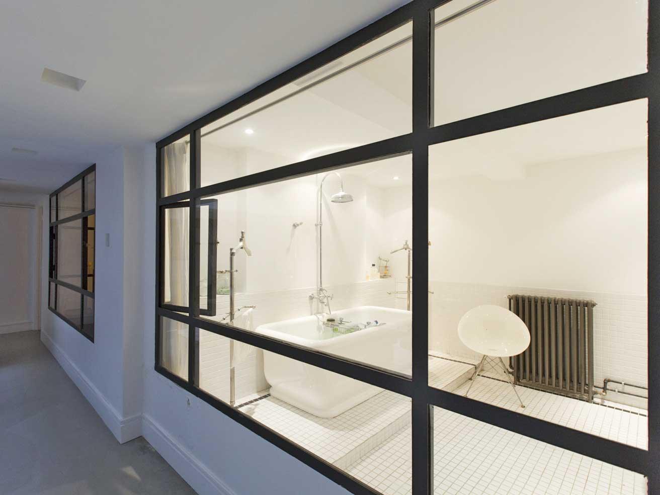 Salle de bains avec baies vitr e for Acheter un loft a paris