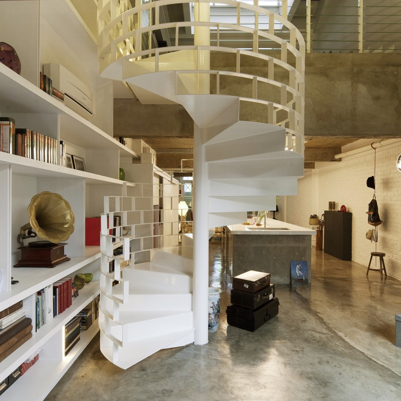 Escalier en colimaçon moderne blanc