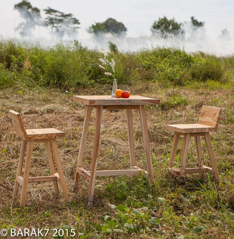 Tabouret et table de jardin en teck