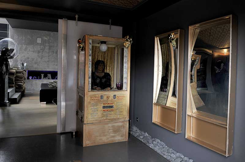 Déco de fête foraine et miroirs déformants