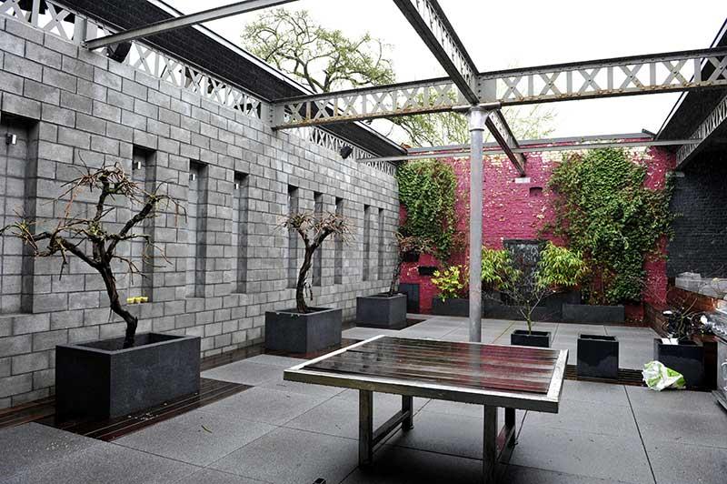 Jardin loft avec poutres Eiffel