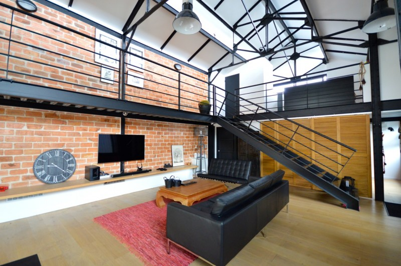 loft industriel avec piscine vendre bordeaux. Black Bedroom Furniture Sets. Home Design Ideas