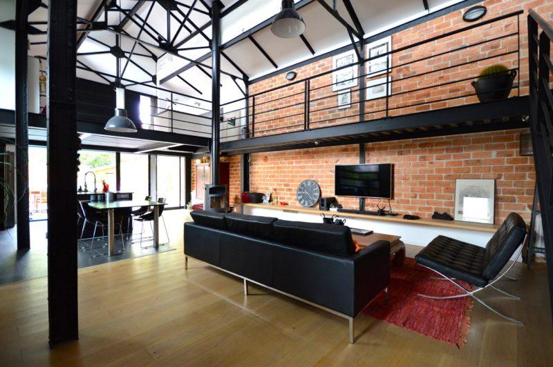 loft industriel avec mur en brique. Black Bedroom Furniture Sets. Home Design Ideas