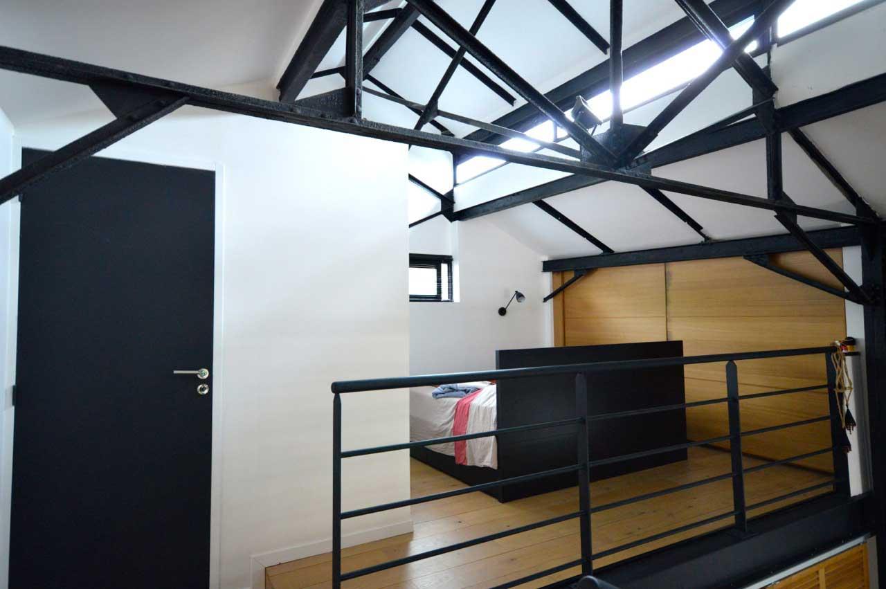 chambre ouverte sur une mezzanine - Chambre Loft Industriel