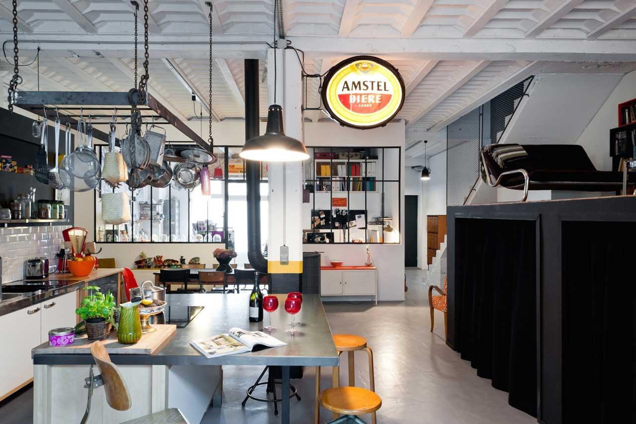 Cuisine d co avec ustensiles suspendus for Deco atelier loft