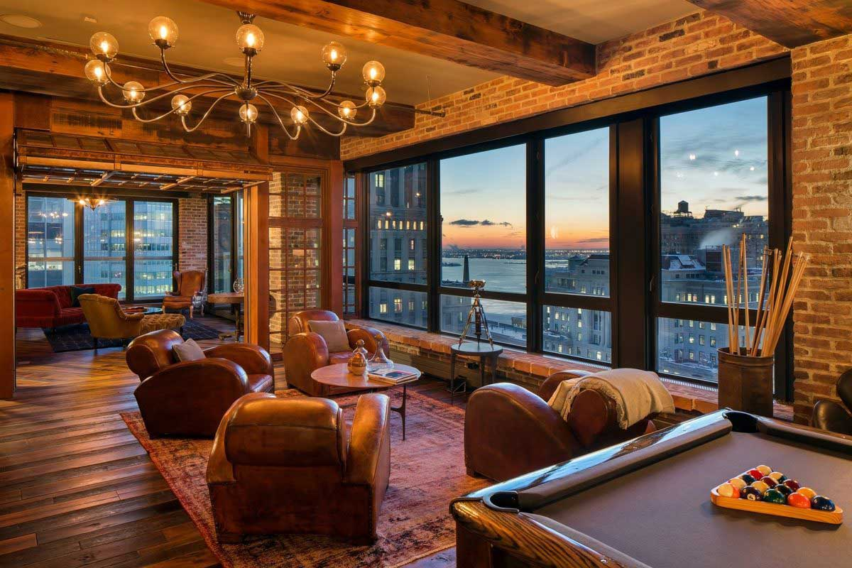 Salon du loft avec vue sur new york for Interieur loft new york