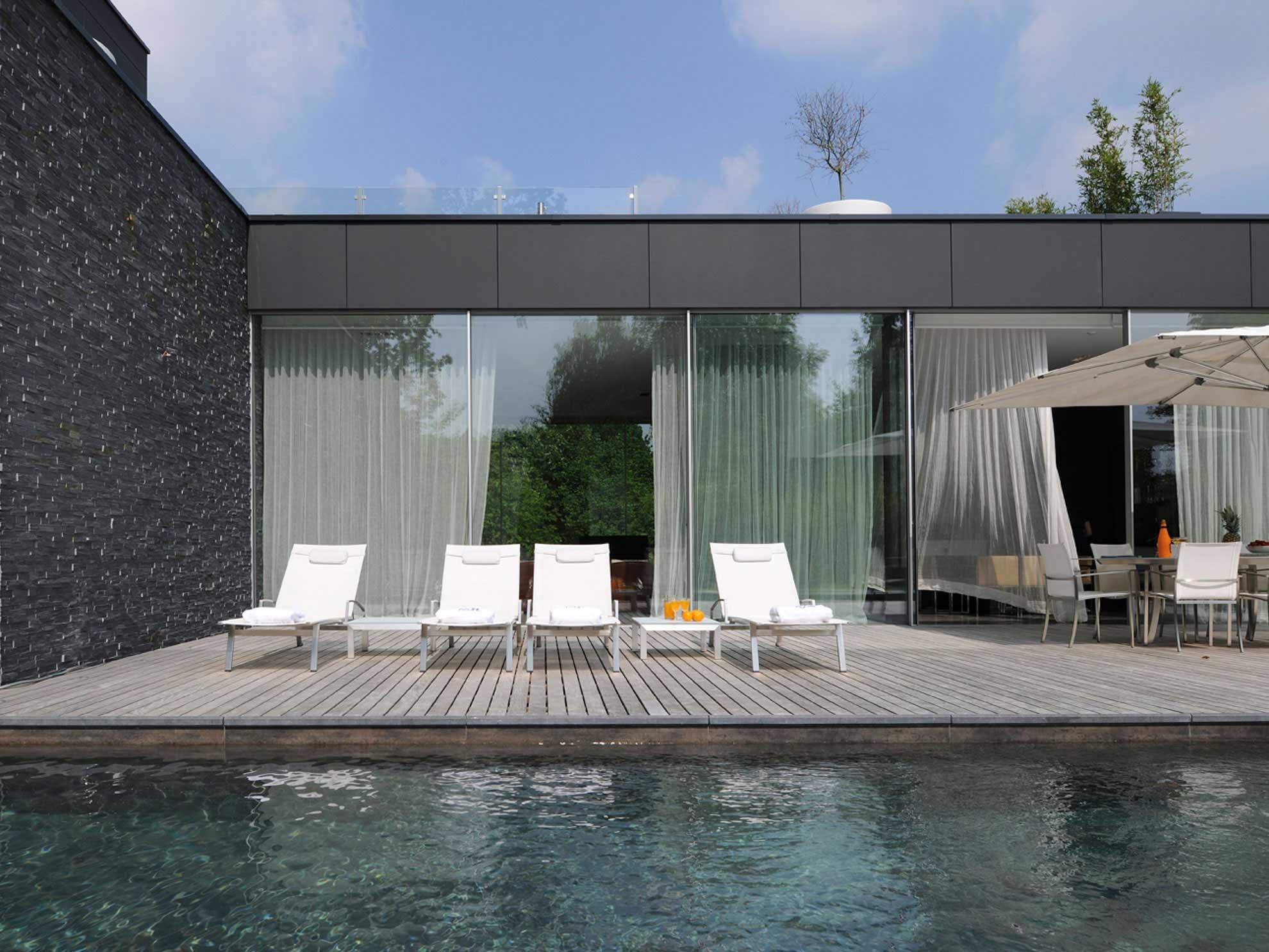 Maison moderne avec pisicne bruxelles for Maisons contemporaines de luxe