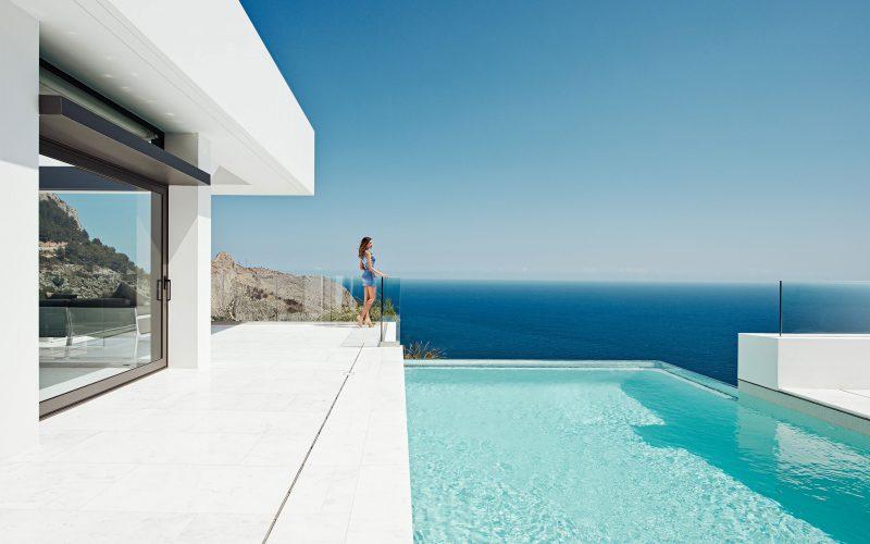 Piscine d bordement avec vue sur la mer - Maison avec piscine a debordement ...