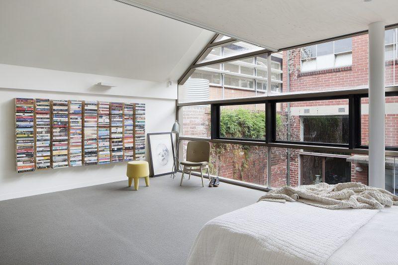 Chambre avec mur vitré