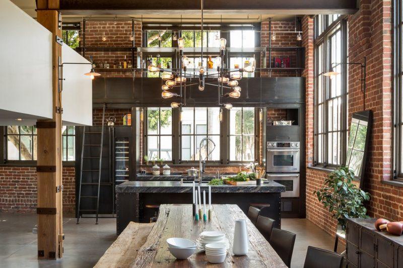Cuisine en acier dans un loft industriel