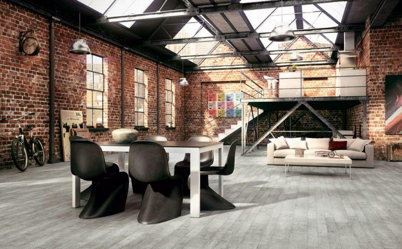 Parquet gris dans un grand loft industriel