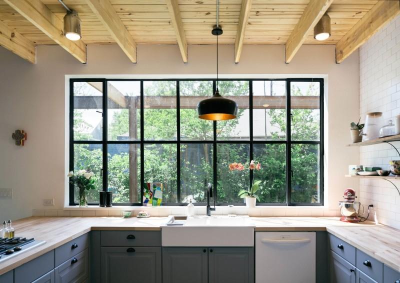 Un loft dans une ancienne grange non une maison for Verriere fenetre cuisine