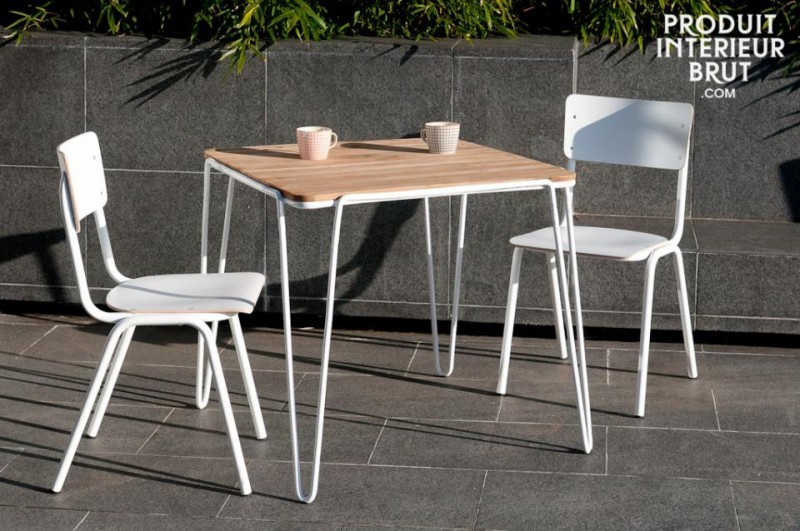 Table en métal blanc