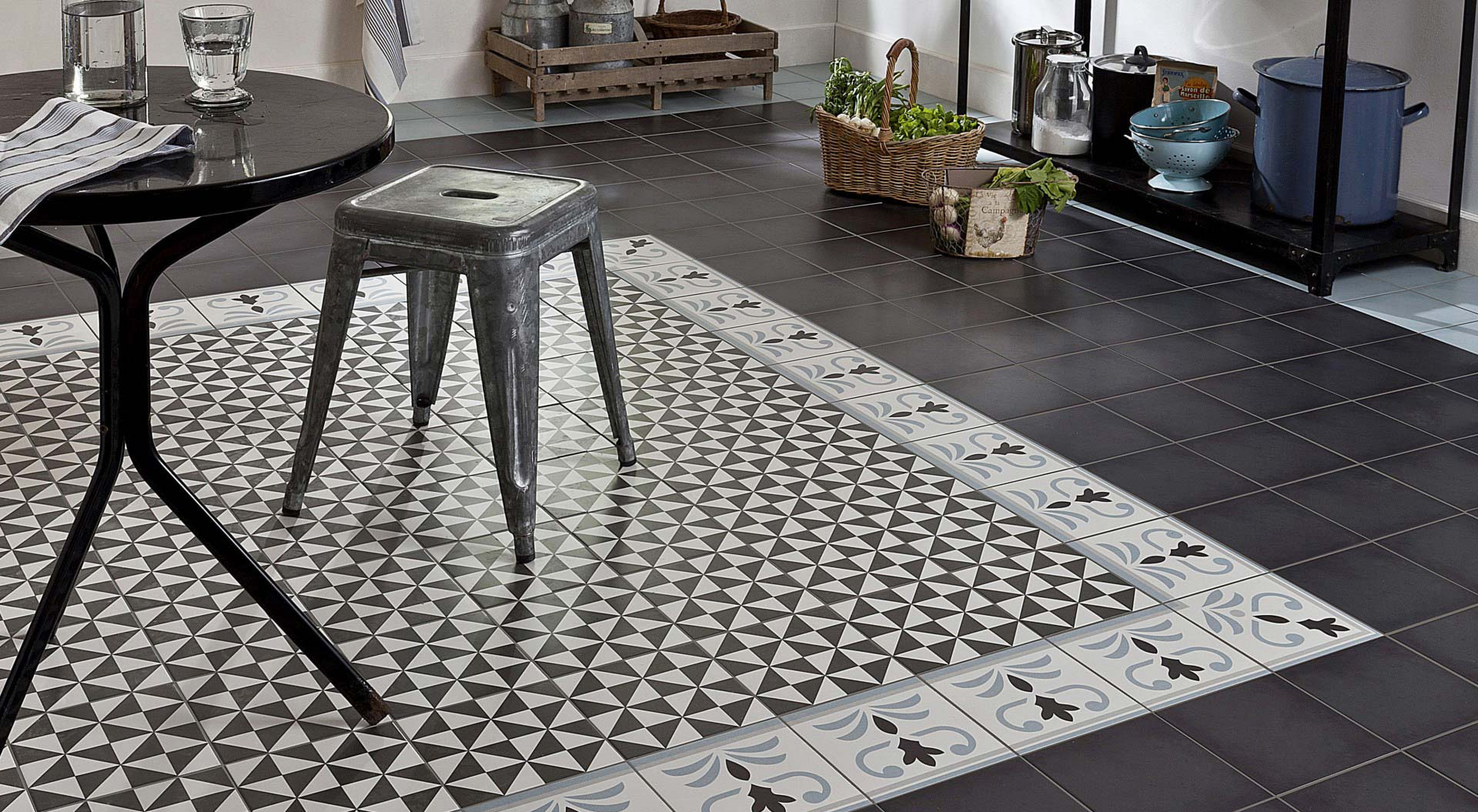 Tapis en carreaux ciment for Carreau salle de bain gris