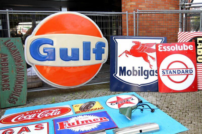 Enseigne Gulf vintage à la braderie de Lille