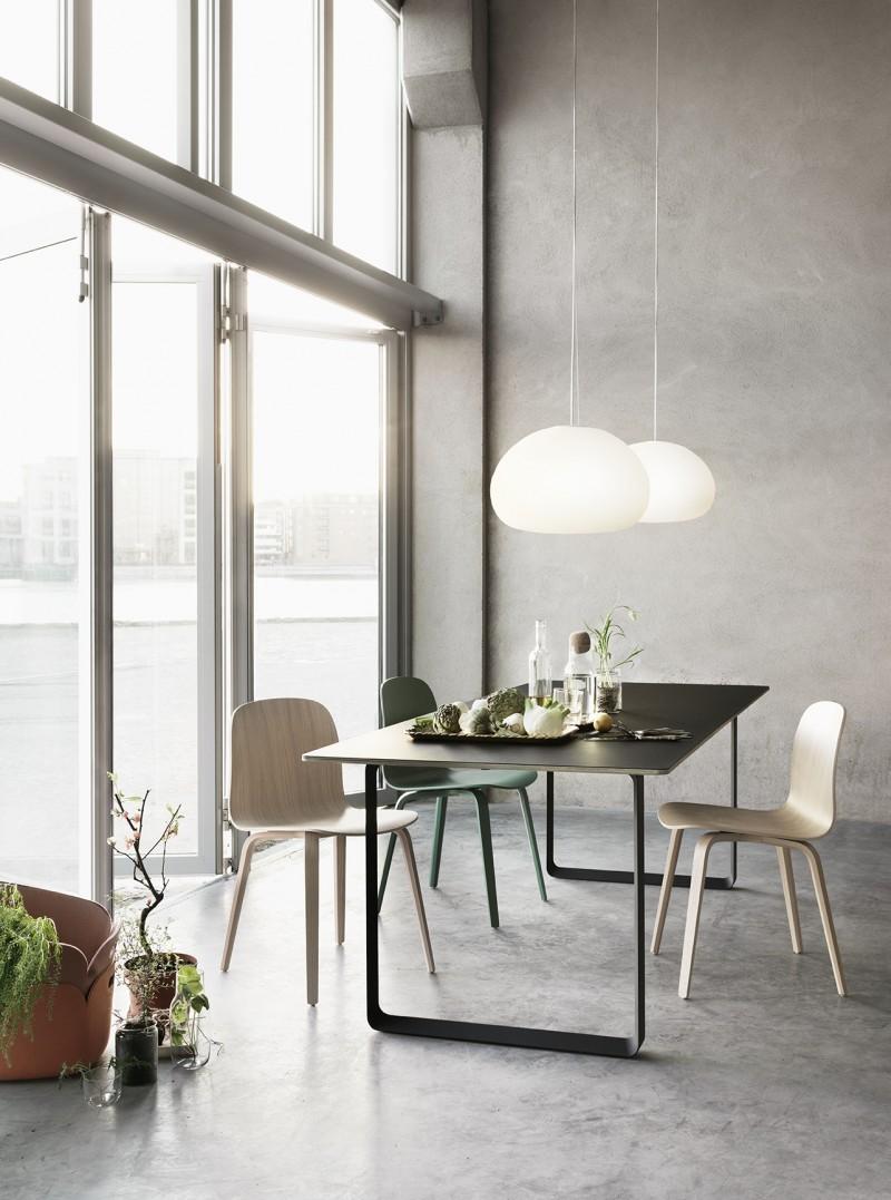 Table et chaise au design scandinave moderne