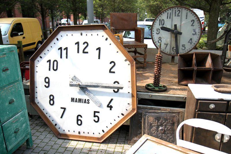Horloge géante à la braderie de Lille