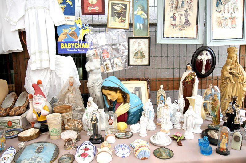 Déco religieuse à la braderie de Lille