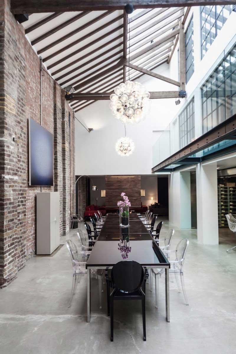 loft dans une ancienne fabrique de violons. Black Bedroom Furniture Sets. Home Design Ideas