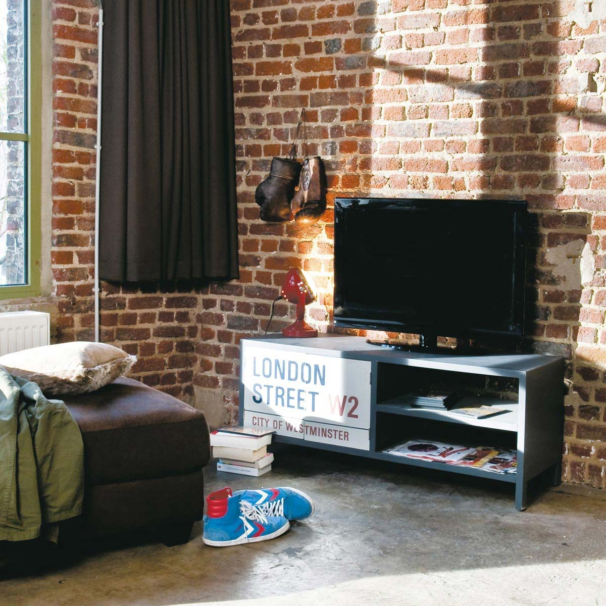 meuble tv pour un d co esprit londres. Black Bedroom Furniture Sets. Home Design Ideas