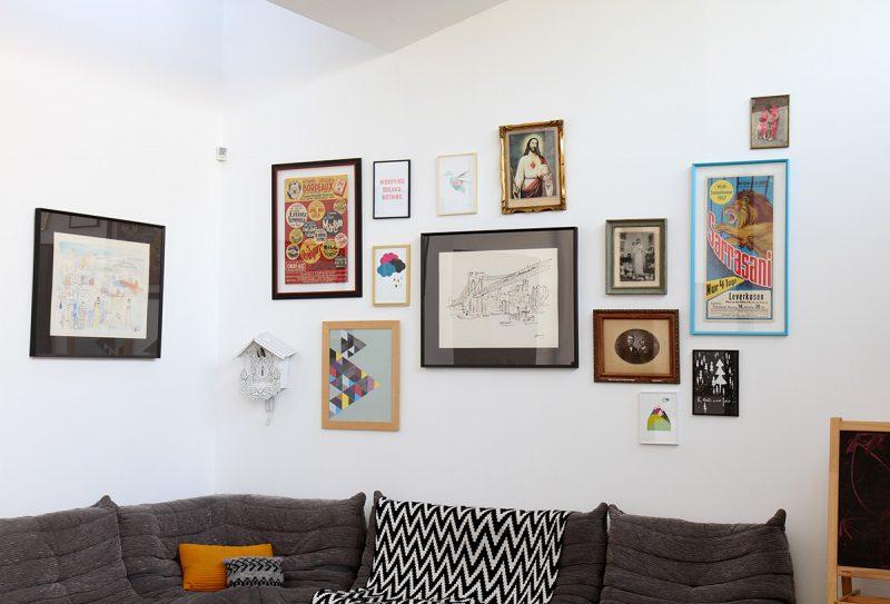 Idée déco : accumulation de tableau sur un mur