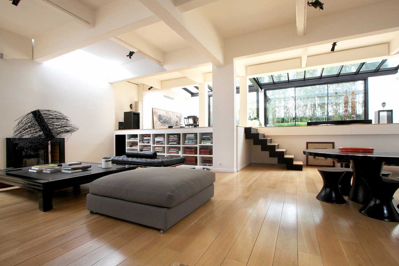 Salon moderne du loft courbevoie for Loft a acheter paris