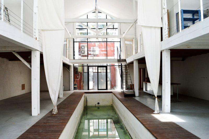 Couloir de nage avec plage en teck